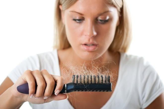 Protein və vitamin çatışmazlığı saç tökülməsinə səbəb olur -  Bu qidaları yeyin