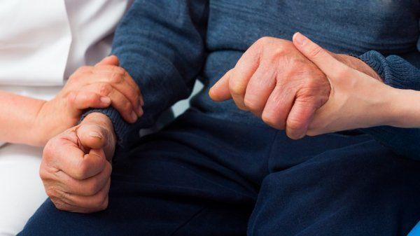 Parkinson xəstəliyinin ilk əlamətləri açıqlandı