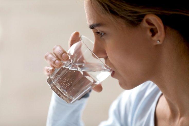 Suyu əsla belə içməyin -  Zərəri