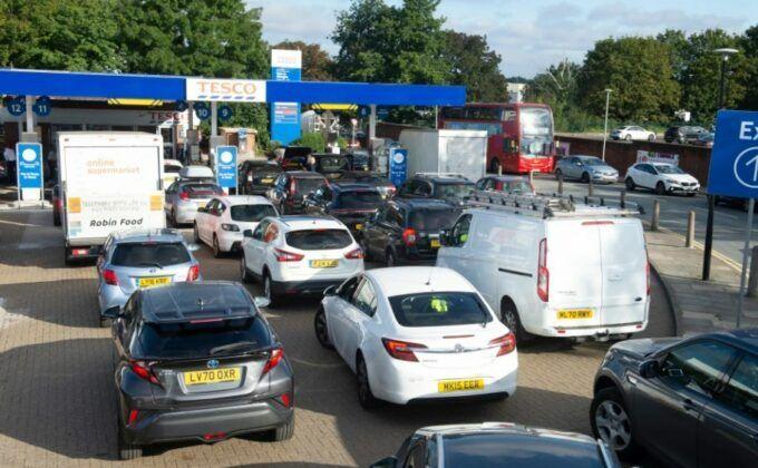 Böyük Britaniyada benzin qıtlığı  – Yanacaqdordurma məntəqələrində XAOS