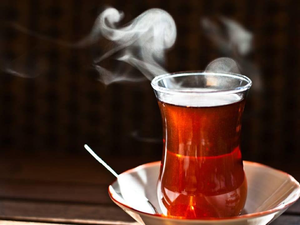 Çox qaynadılan, tünd dəmlənən çayın fəsadları