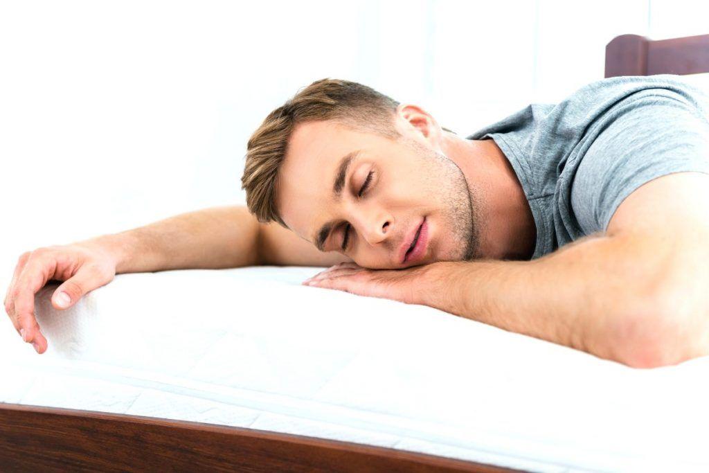 Yastıqsız yatmağın faydaları  – Kimlərə məsləhətdir?