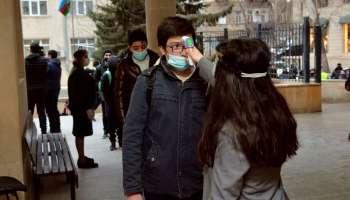 İki müəllim koronavirusdan öldü:  direktor karantina alındı