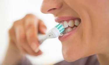 Dişlərin ev şəraitində ağardılmasının fəsadları -  Yanıq, yara, güclü baş ağrıları...