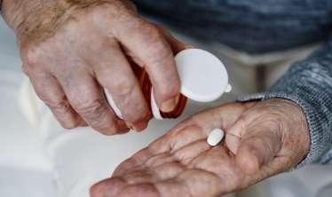 Yaşlı adamların hər gün aspirin qəbul etməsi zərərlidir –  Daxili qanaxma verə bilir
