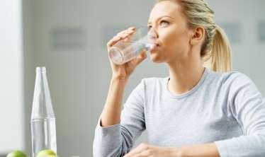 Suyu vaxtında içmək lazımdır   –  Hansı saatda içilən su faydalıdır?