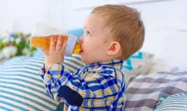 1 yaşadək uşaqlara meyvə şirələri verməyin  – Pediatrdan xəbərdarlıq