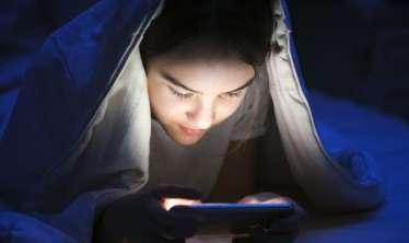 Gecələr telefondan istifadə edən uşaqları gözləyən   - 5 bəla