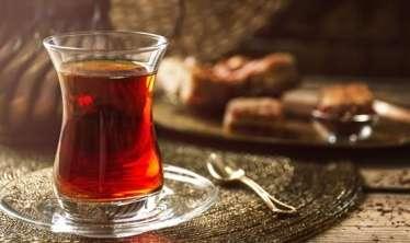 Kimlərə yayda isti çay içmək olmaz?