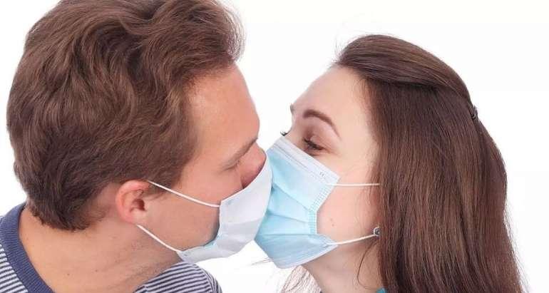 Öpüşlə keçir, cinsi əlaqə ilə yox  - Koronavirus necə ötürülür?